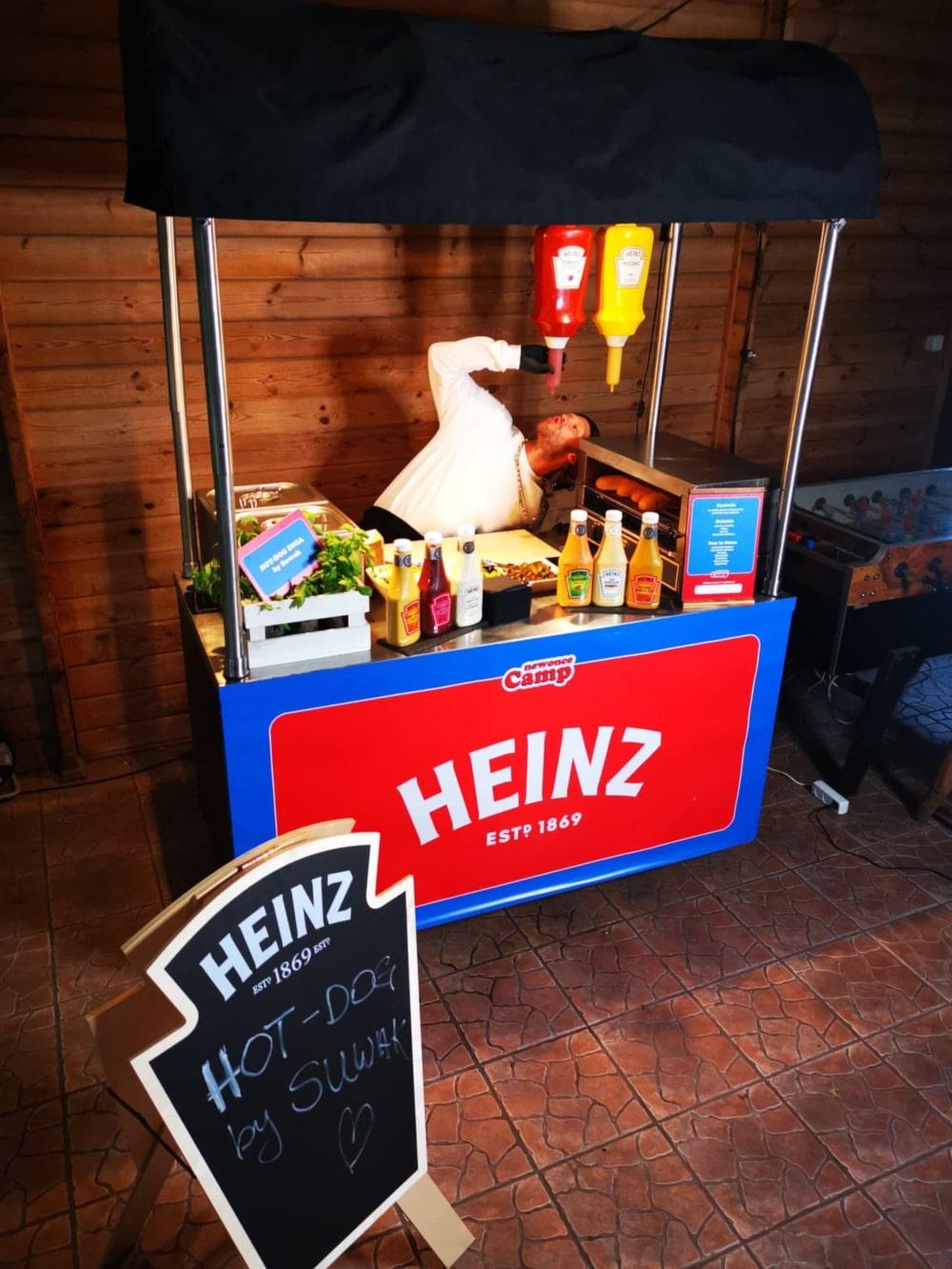 Strefa z hot-dogami Heinz / newonce.camp